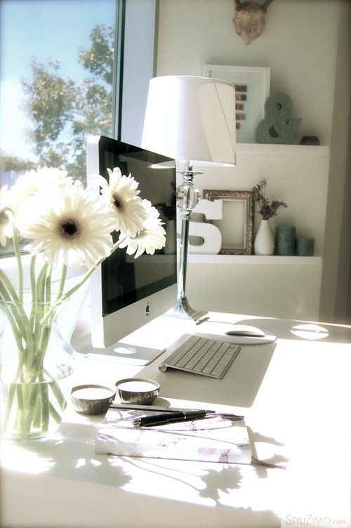 แจกันดอกไม้ตั้งโต๊ะทำงาน เยอบีร่า